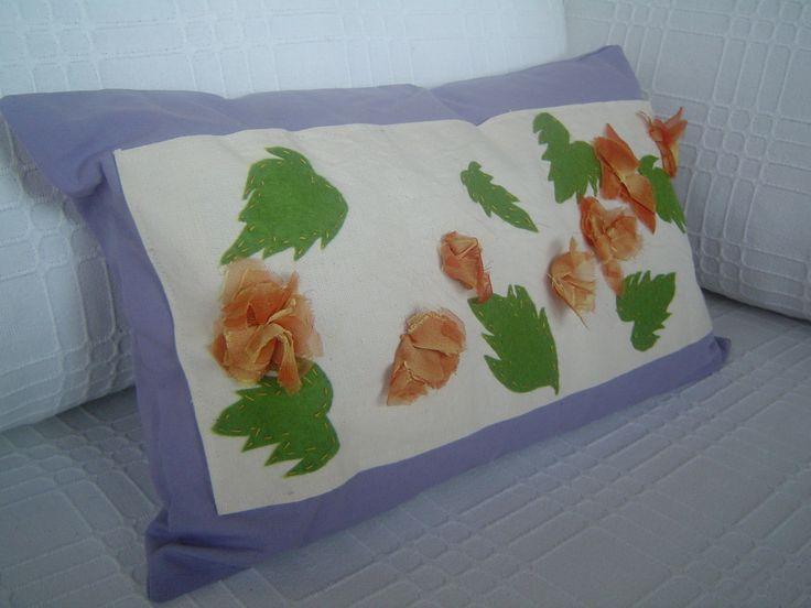 Yine keçe ve kumaşlarla çalıştığım boyutlu yastık