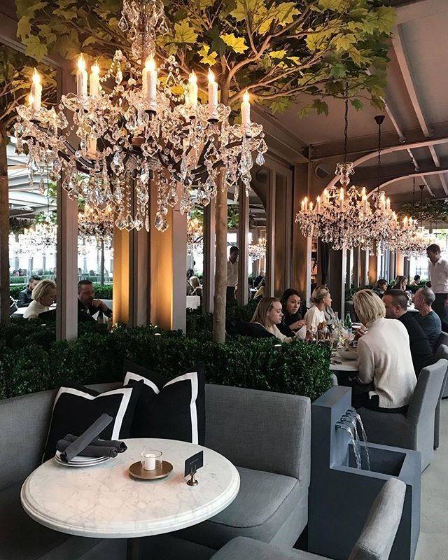 New Brunch Spot Holiday Brunch Under The Chandeliers At