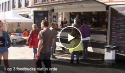 Foodtrucks zijn niet meer weg te denken uit het straatbeeld en heel wat Vlaamse steden hebben ondertussen zelfs hun eigen foodtruckfestival, maar net zoals restaurants moeten ook zij zich aan bepaalde regels inzake voedselveiligheid houden. En daar lijkt het blijkbaar wat fout te lopen.