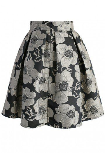 Soft spring flowers gets a metallic makeover with this Shiny Blossom print that boasts pansies in a steel grey and black. The jacquard skirt is perfect for pairing with a cropped sweater and boots. - Texture flower pattern - Box pleats from waist - Concealed back zip closure - Lined - 100% polyester - Machine wash gently Size(cm) Length Waist XXS 53 60 XS 53 64 S 53 68 M 54 72 L 54 ...