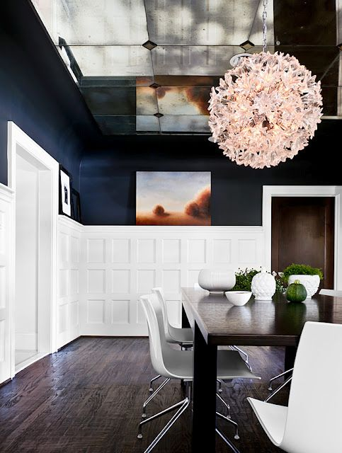 MIRRORED CEILING, blue walls and square wainscotting: Dining Rooms, Modern Chairs, Floors, Color, White Boards, Navy Wall, The Navy, Dark Wall, Mirror Ceilings
