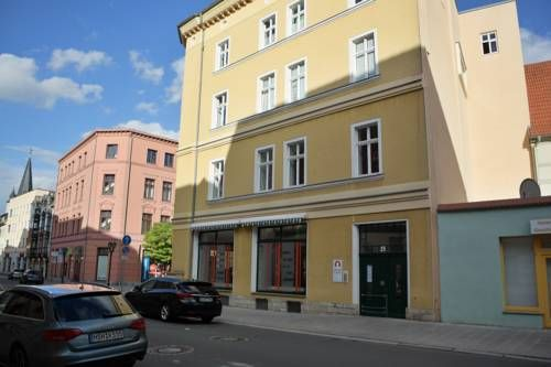 City Apartment Aschersleben City Apartment offers accommodation in the centre of Aschersleben, 47 km from Wernigerode and 21 km from Quedlinburg. The property boasts views of the city is 44 km from Magdeburg.