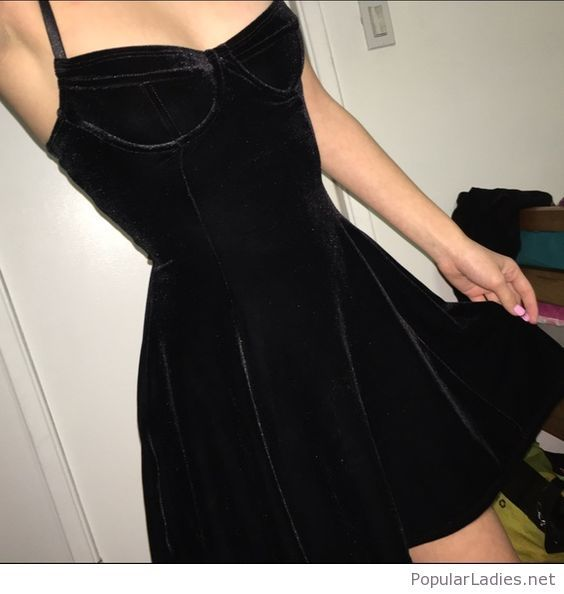 nice-and-simple-black-velvet-dress-design