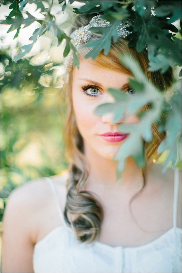 Le Magnifique Blog: Wedding & Travel Inspiration : Romantic Bridal Shoot by Lora Grady Photography