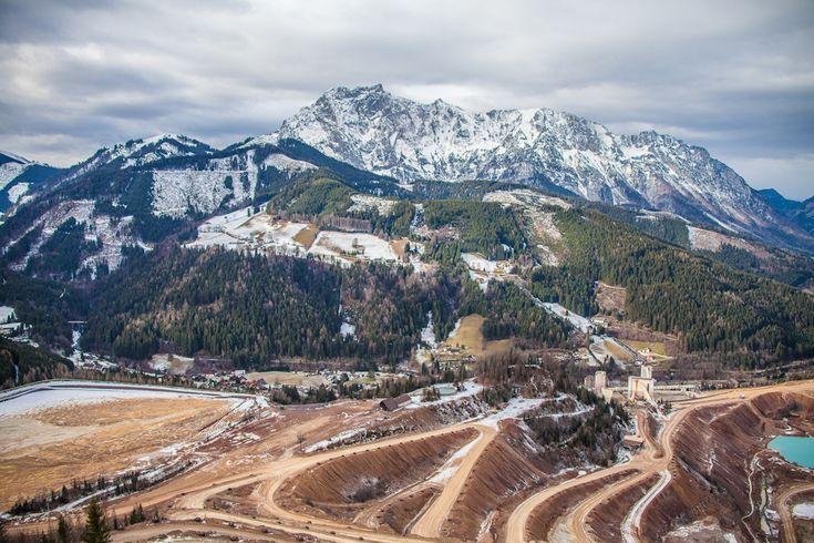 Erzberg — крупнейший действующий карьер Европы. Австрия.