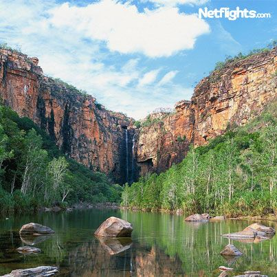 Kakadu National Park spans almost 20,000 square kilometres of Australia's Northern Territories. It includes thousands of Aboriginal rock painting sites, as well as dramatic landscapes and many plants and animals you're unlikely to encounter anywhere else.