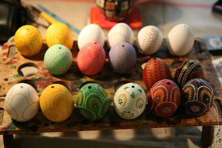 Step by step Sorbian encaustic Easter eggs.