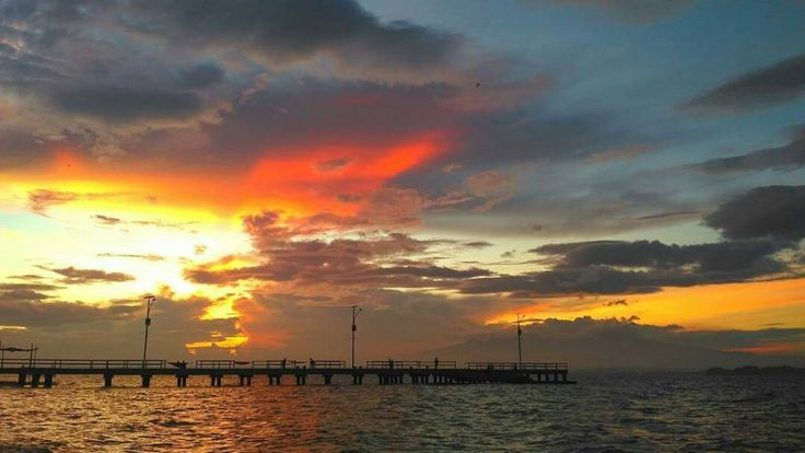 The beauty of sunrise hadirnya selalu memberi harapan untuk tetap memberikan kehidupan.  Lokasi: Pulau Panjang Foto: @thoriqazis_  #explorepulaupanjang #visitjepara #jatenggayeng #kompasnusantara