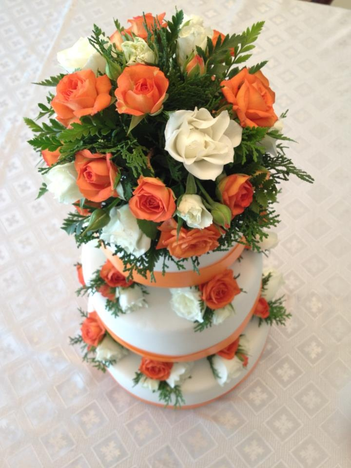 Cake Decorating Ideas Fresh Flowers : FRESH FLOWER CAKE DECORATION centerpieces Pinterest