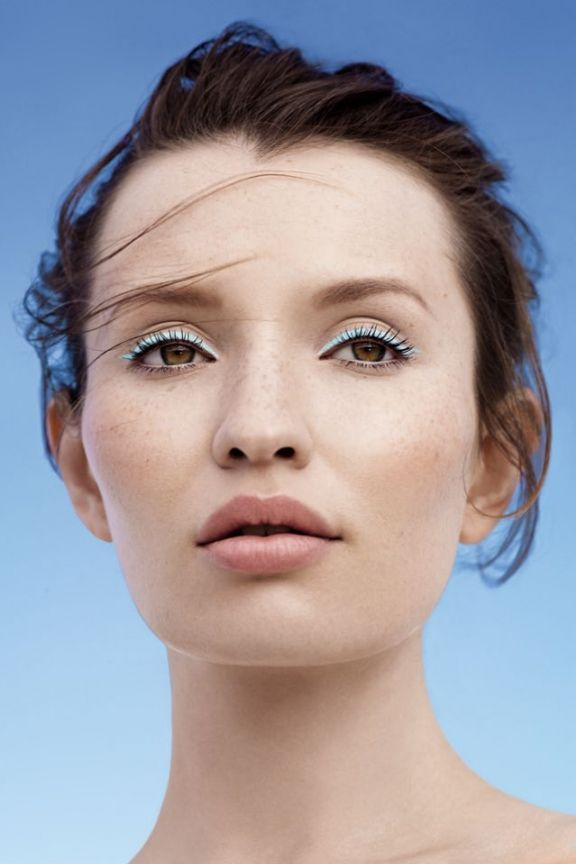 Emily Browning makeup look