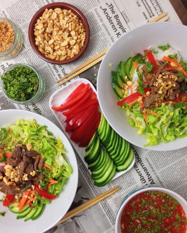 Ich euch mein Lieblingsgericht aus der Vietcuisine vor: Bun Bo Nam Bo. Dabei handelt es sich um Reisnudelsalat mit gegrilltem Rindfleisch. Bun Bo Nam Bo