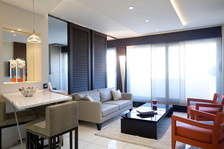 Salon masculin aux couleurs chaudes et matériaux nobles :  bois, métal, cuir, pierre www.michele-boni.com Interior design