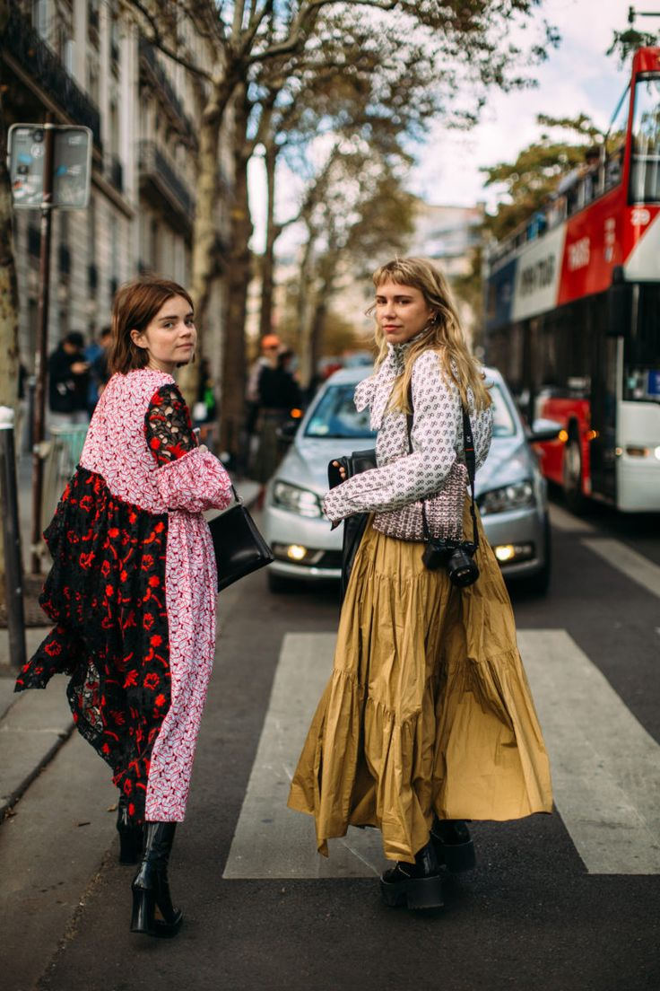 Best Street Style Looks of PFW Spring 2019 – Fashion