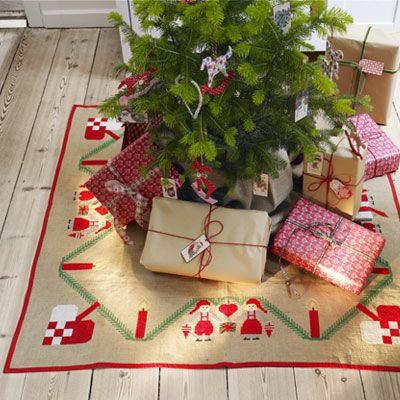 Broderet juletræstæppe