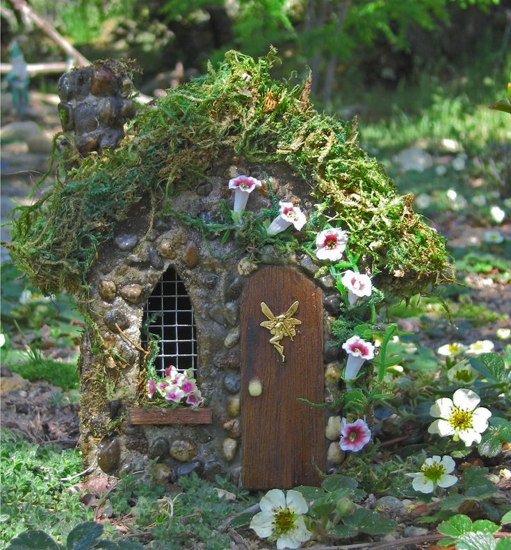 Breathtaking Most Unique and Creative Fairy Gardens That You May Create Easily (25+ Best Ideas) https://wahyuputra.com/garden-exterior/most-unique-and-creative-fairy-gardens-that-you-may-create-easily-25-best-ideas-1631/