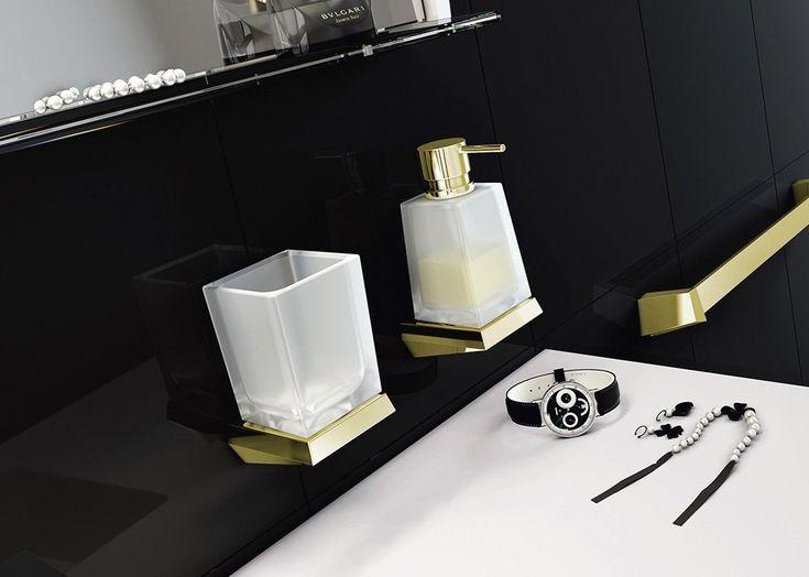 Pro ty, kteří chtějí ve své koupelně něco exkluzivního, nabízíme sérii koupelnových doplňků SOUL. Luxusní design doplňuje mimořádná kvalita zpracování. Jsou vyrobené pouze z prvotřídních materiálů, sklo je ručně foukané. Dostupné ve dvou povrchových úpravách - chrom a zlato, které obsahuje 24K zlato.