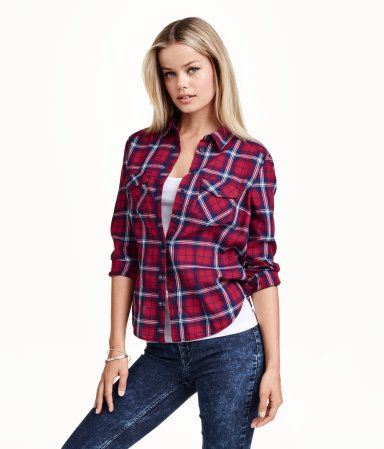 Fitted shirt in soft cotton flannel. Chest pockets with flap and button and a rounded hem. Red and blue plaid. | H&M Divided