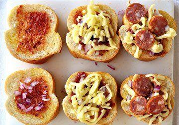 Binnenkort een klein feestje? Dit knoflook – pizza brood die je uit elkaar kunt trekken is een echte aanrader!