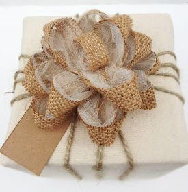 My Scrap Therapy: DIY Burlap and Tulle Gift Wrap Bow
