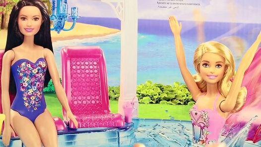 Посмотреть видео «Куклы Барби. Видео с куклами для девочек. Бассейн для Барби и Синди. Игры для детей. Barbie Pool.», загруженное New Day на Dailymotion.