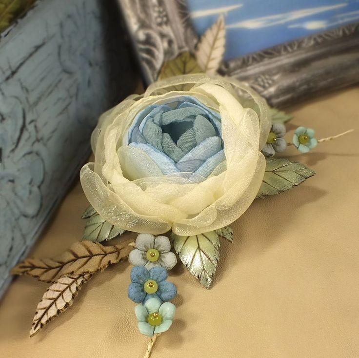 Дни Облачной Розы. Брошь с цветами из ткани и натуральной кожи - голубой