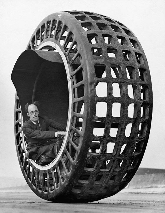 #Inventor J. A. Purves drives his Dynasphere spherical car (aka Jumbo) an automobile shaped like a giant radial tire - Sept 1932 [1200x1542] #history #retro #vintage #dh #HistoryPorn http://ift.tt/2gnl2Ji