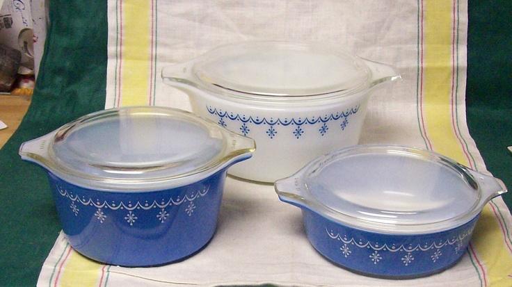 Vintage Pyrex  Blue White Snowflake Garland Glass Covered Casserole Refrigerator Bowl 6 Piece Set.