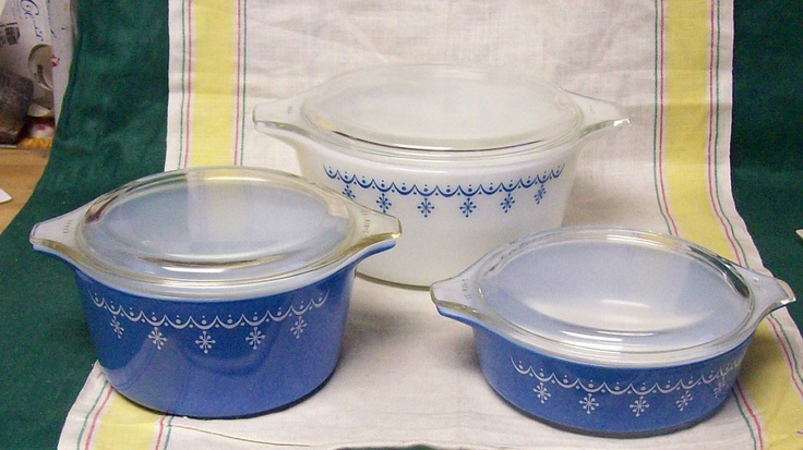 Vintage Pyrex  Blue White Snowflake Garland Glass Covered Casserole Refrigerator Bowl 6 Piece Set.