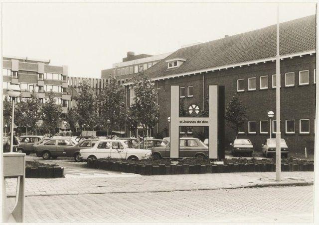 Haarlem 1980 Ingang ziekenhuis Joannes de Deo aan de Velserstraat