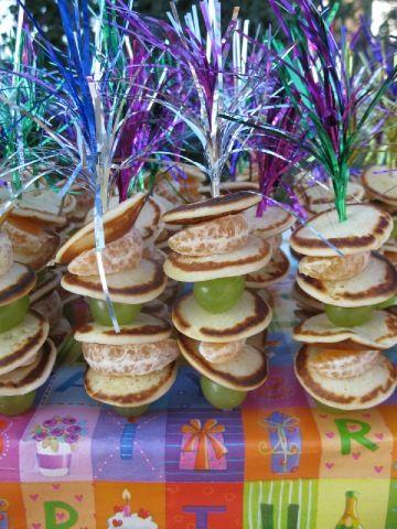 traktatie voor school of hapje bij een kinderfeestje #traktatie #kinderfeestje #kookfeestje #op_een_stokje