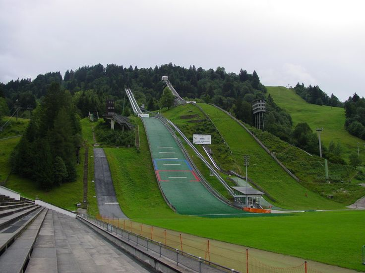 Rampas de salto de esqui em Garmisch-Partenkirchen, na Baviera, Alemanha.  Fotografia: Prochaine.