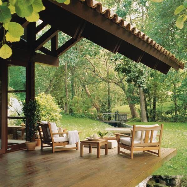 Porche De Madera Y Cristal En Un Bosque Asturiano En 2020 Asadores De Patio Terrazas De Madera Casas De Madera