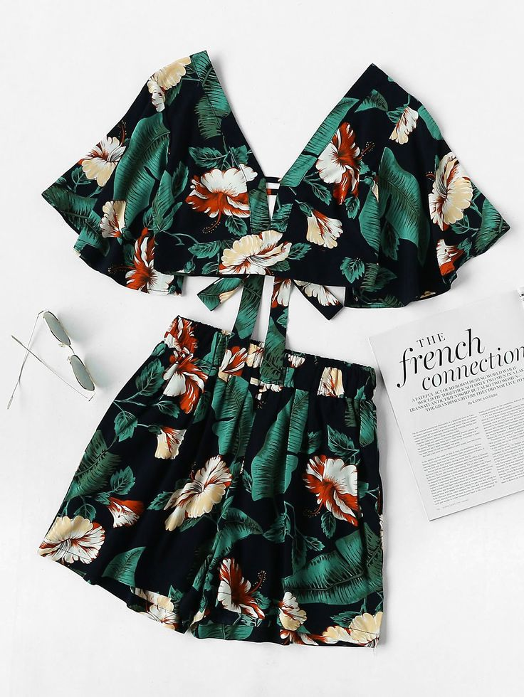Plunging V-neckline Printed Random Knot Crop Top With Shorts GREEN