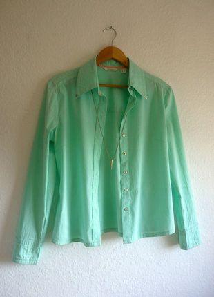 À vendre sur #vintedfrance ! http://www.vinted.fr/mode-femmes/blouses-and-chemises/25876283-chemise-cintree-en-coton-vert-menthe-clous-mango-l