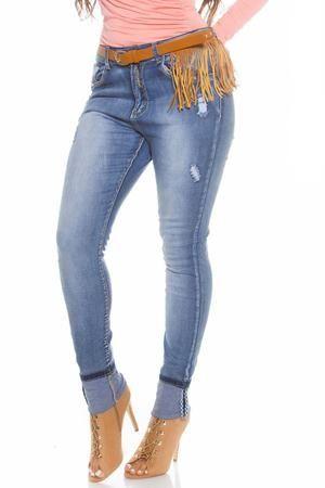 Fie ca sant clasici, skinny, evazati sau de ce nu boyfriend suflecati, blugii alesi cum trebuie, vor fi alegerea perfecta :) atat pentru femeile mai inalte dar si pentru cele mai scunde, mai voluptoase sau androgine. #jeans #pantaloni #blugi #blugidama