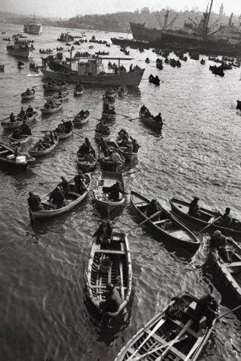 1958 Galata Balıkçılar  Ara Güler  www.lukapu.com
