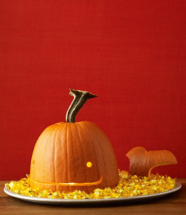 Love this Well Pumpkin! plus 40 Creative Pumpkin Carving Ideas #Halloween
