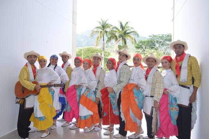 Grupo de danzas Seccional Suroeste