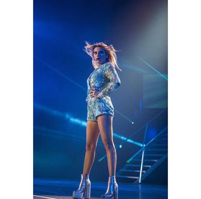 Valentina zenere soy luna ambar en concierto