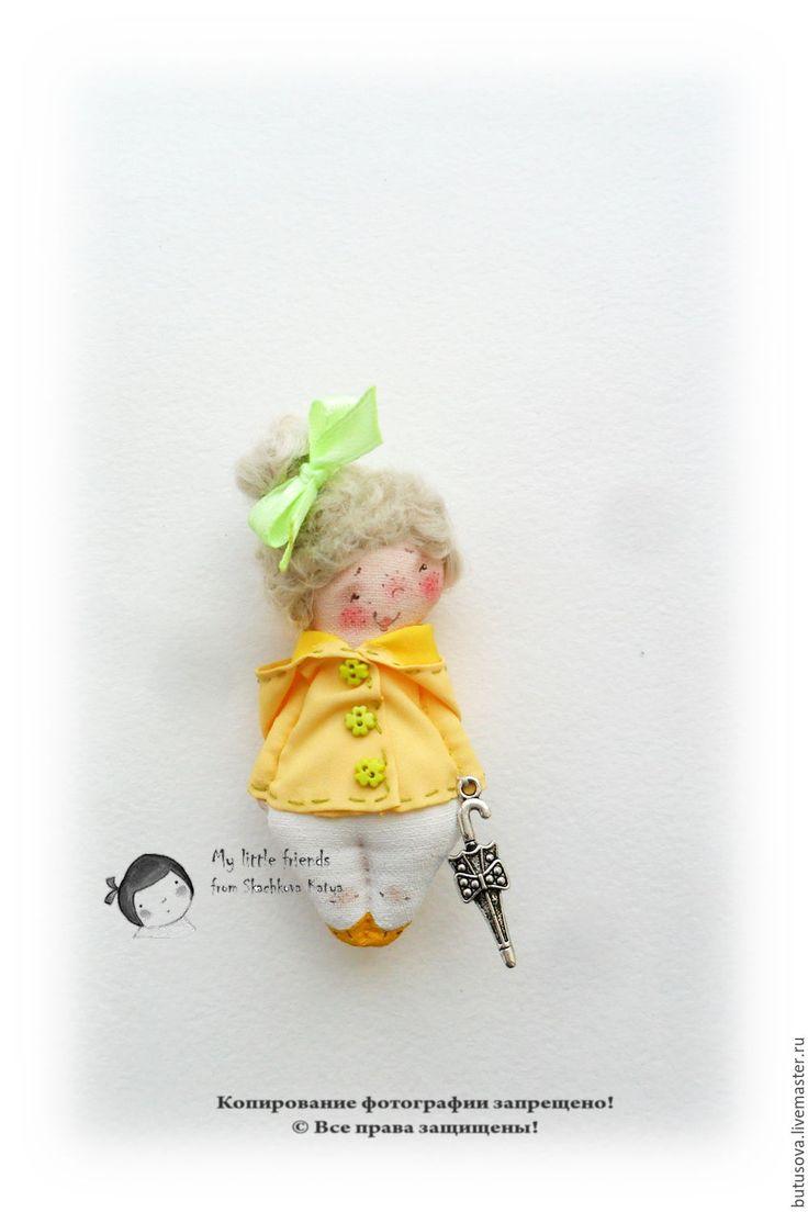Купить Шербурский зонтик. Миниатюрная кукла. БРОШЬ - желтый, дождь, дождевик, ветровка, зонт, зонтик