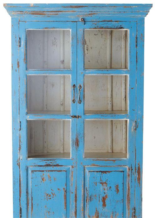 Mueble decapado - Vitrina azul Avignon, 180x105x40 cm. Maisons du Monde, 590 euros.