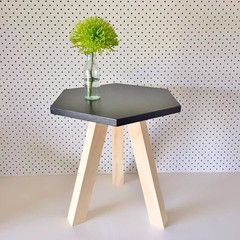 Hexagon Table || The Timba Trend are a handmade timber decor and furniture business located on the Central Coast of NSW. They love to add the natural element of timber into the home with a pop of colour and a fun original design.