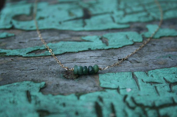 Ketting met smaragd en goldfilled onderdelen