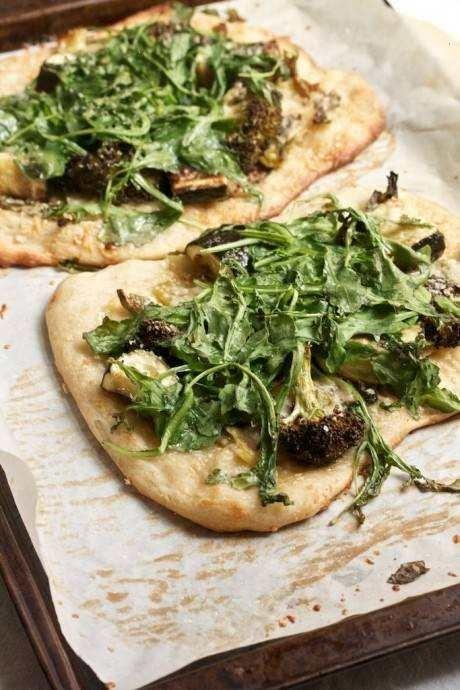 SCALLION & ARUGULA PARMESAN PIZZA | food and drank | Pinterest
