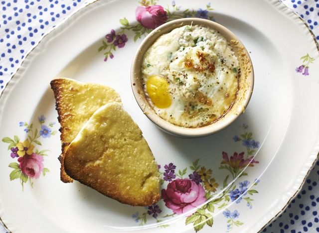 Wild Garlic is now in season, so its a great time to get out foraging for it. This is a simple recipe for Wild Garlic and Mushroom Baked Eggs, great for a weekend brunch