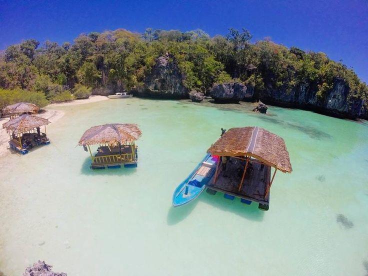 Pulau Bair ini sebenarnya seperti laguna yang di kelilingi oleh batu-batu karang besar dengan warna air lautnya yang mempesona. Kita juga bisa memanjat tebing ke atas karang disekitar pulau Bair namun harus hati-hati dan pakai alas kaki yang tebal karena tebing karangnya sangat tajam.  Location : Pulau Bair, Tual Maluku Tenggara Photo by : @unotyunus   . .  www.tukangjalan.com  . .  #tukangjalan #Tukang_Jalan #tukangjalantrip #kepulauankei #explorekei #trippulaukei #opentrippulaukei…