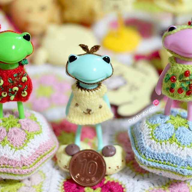For Fortune wanda Wonderfrog clothes by deareve  Love~♥ Love~♥ Love~♥ #뜨개질그램 #리멘트 #포춘완다 #아미구루미 #미니어쳐 #토이스타그램 #인형 #폼폼푸린 #완다 #dollstargram #knitting #crochet #doll #toy #microcrochet #wandafrog #toystagram #microknitting #pompompurin #rement #häkeln #wonderfrog #knitstagram #tiny #deareve #amigurumi #miniature #ミニアチュア #handmade