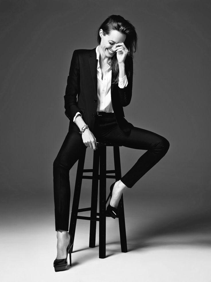Angelina Jolie | Smoking con skinny pants, e cravatta indossata non alla classica maniera maschile ma  scivolata... | #outfitmania #outfit #style #fashion #dresscode #amazing #Angelina # pants# Dsquared #SaintLaurent #gorgeous #musthave #shirt | CLICCA SULLA FOTO PER SCOPRIRE L'OUTFIT E COME ACQUISTARLO