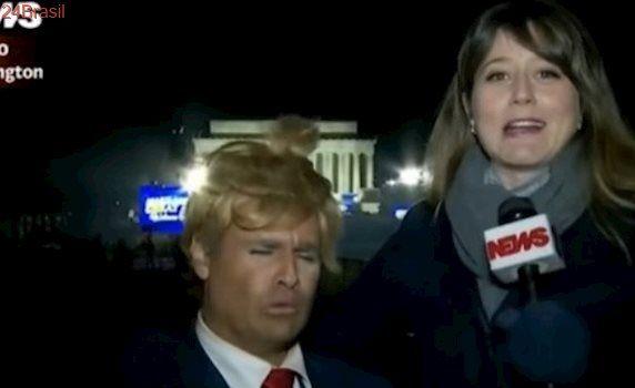 Repórter da Globo entrevista Vesgo pensando que é americano fantasiado de Donald Trump