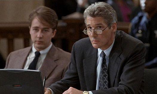 Ричард Гир в роли адвоката Мартина Вейла.